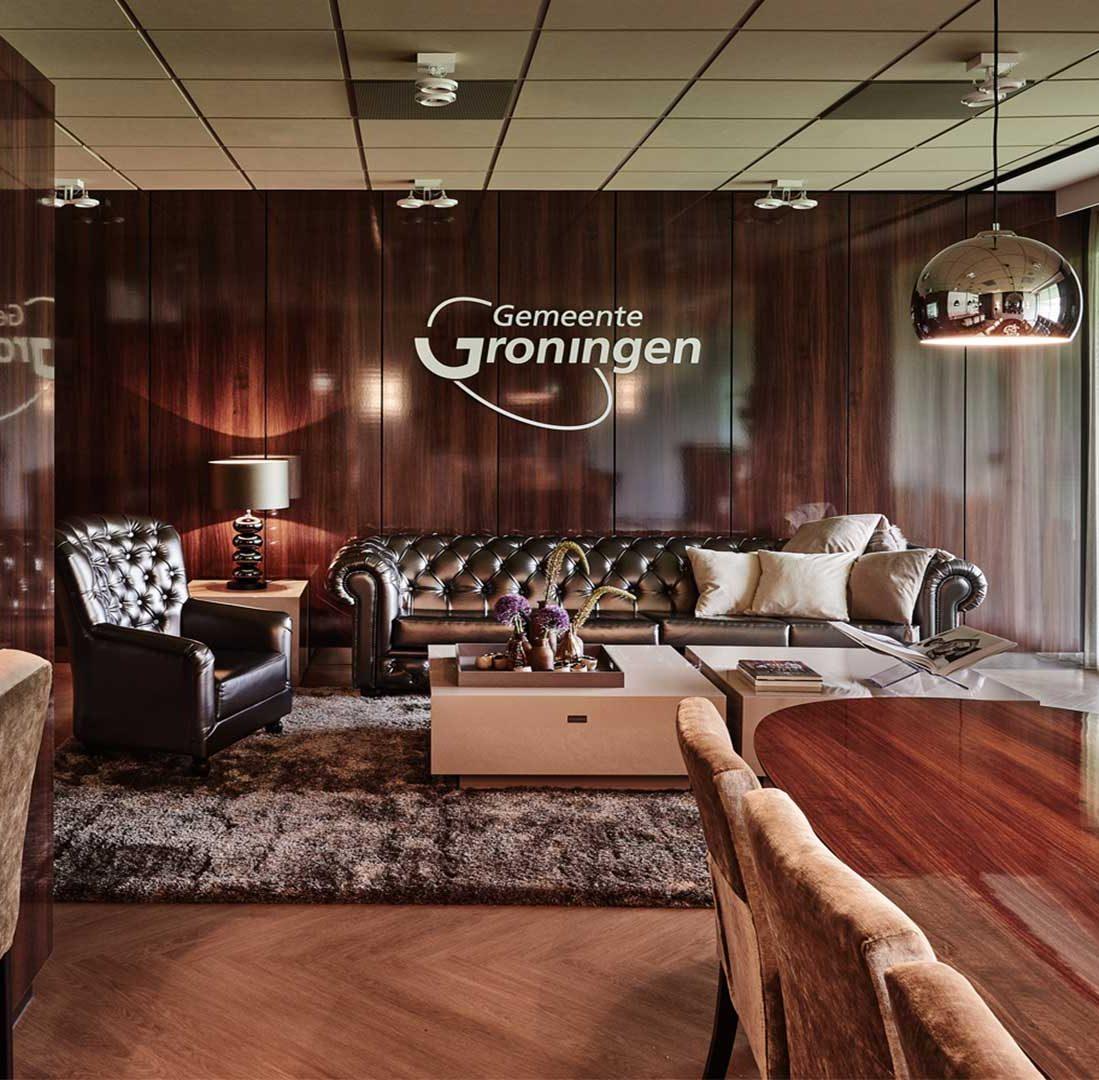 Interieur-Ontwerp_Business_Leisure_FC-Groningen_Skybox_Groningen_Bar_Lounge_Zilver_Bol_Hanglampen_Velvet_Stoelen__03