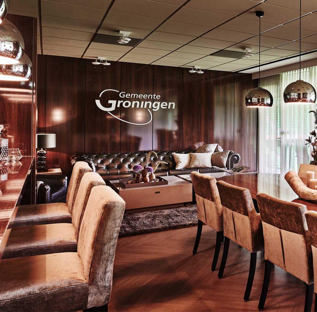 Interieur-Ontwerp_Business_Leisure_FC-Groningen_Skybox_Groningen_Inrichting_Bar_Lounge_Tafel__02