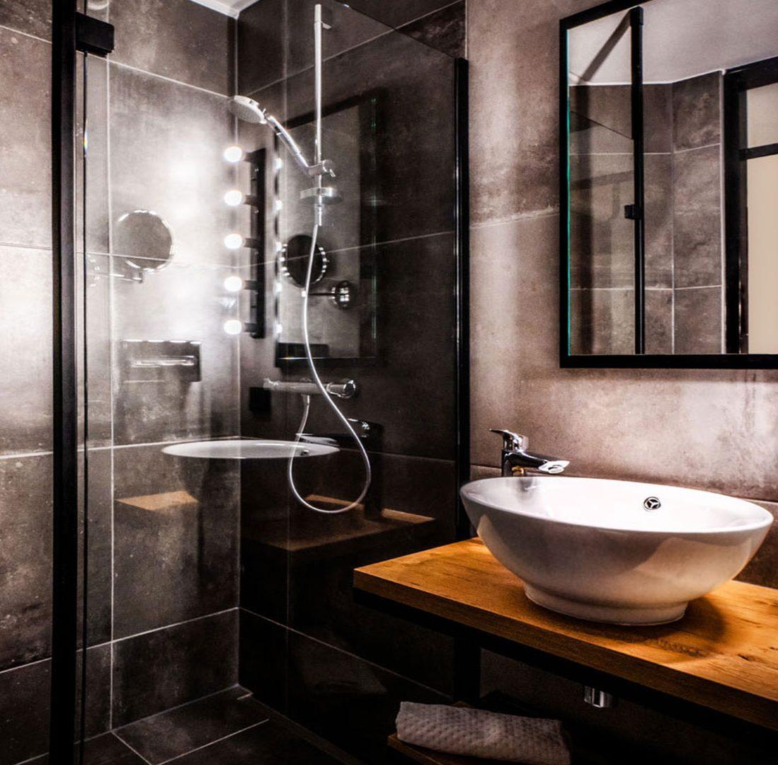 Interieur-Ontwerp_Hospitality_Eden_City_Hotel_Groningen_Badkamer_Inrichting_Staal_Glas_Douchewand__05