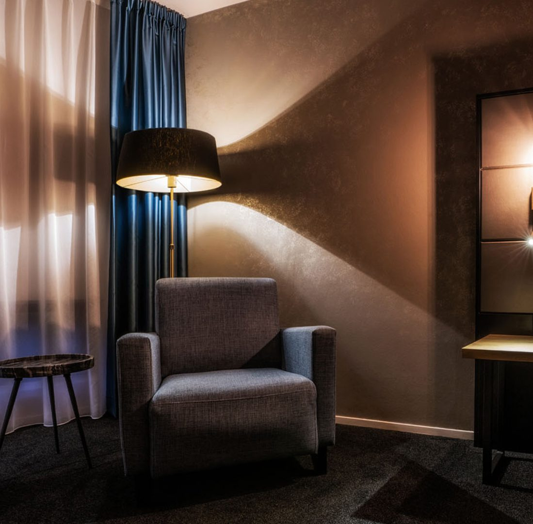 Interieur-Ontwerp_Hospitality_Eden_City_Hotel_Groningen_Hotelkamer_Fauteauil_Verlichting__03
