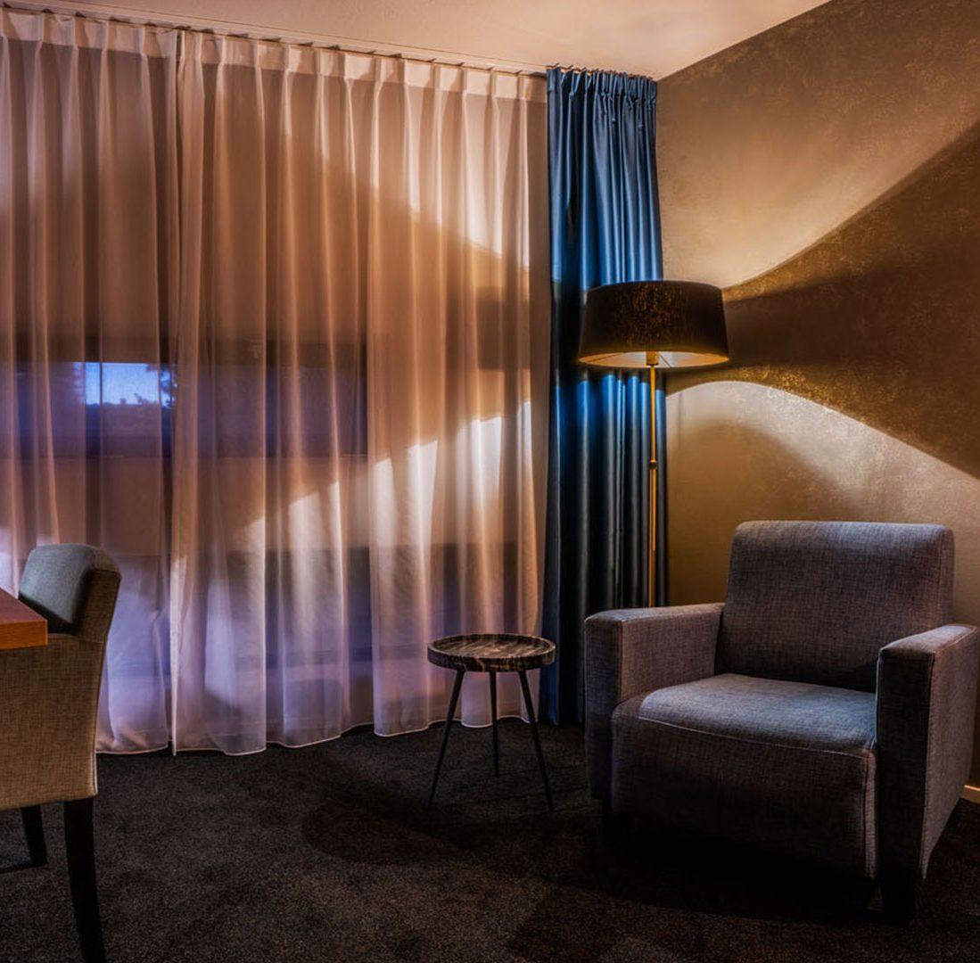Interieur-Ontwerp_Hospitality_Eden_City_Hotel_Groningen_Inrichting_Hotelkamer_Zithoek__02