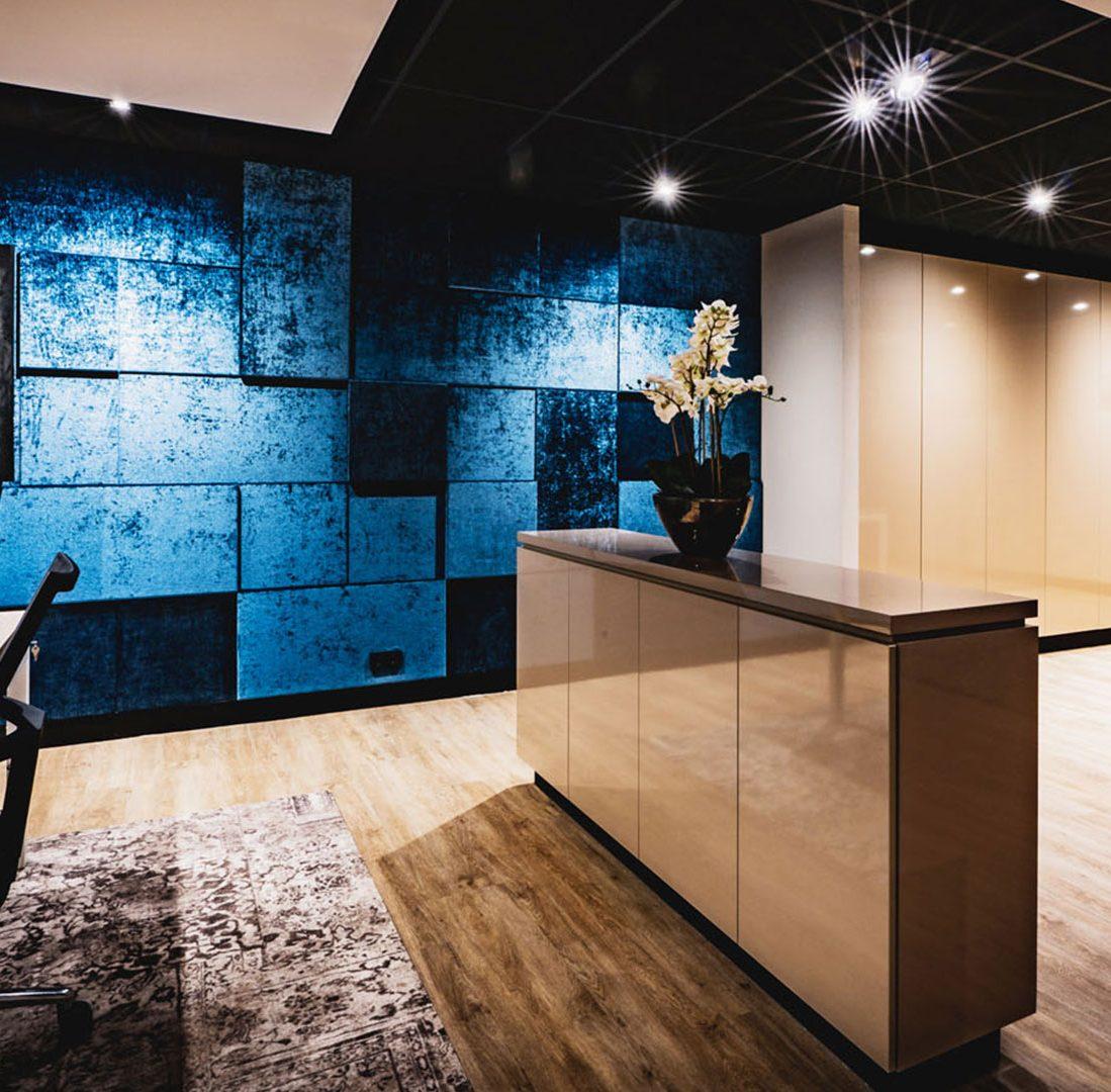 Interieur-Ontwerp_Office_BPZ_Assen_Maatwerk_Dressoir_Scrabble_Wandbekleding_Blauw__10