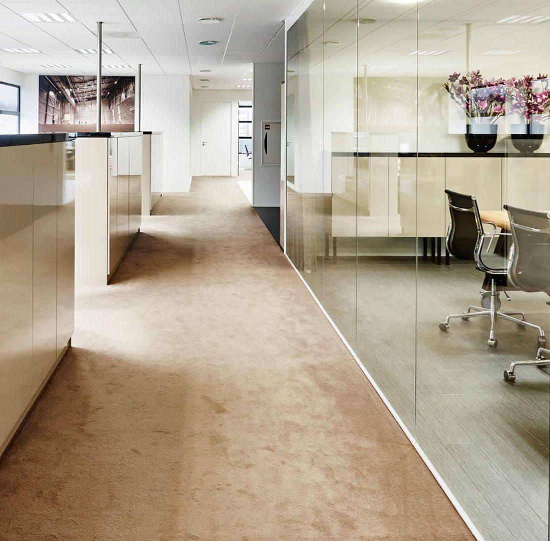 Interieur-Ontwerp_Office_Sealteq_Stadskanaal_Werkplekken_Glazen_Wanden_Dressoirs_Champagne-kleur__04