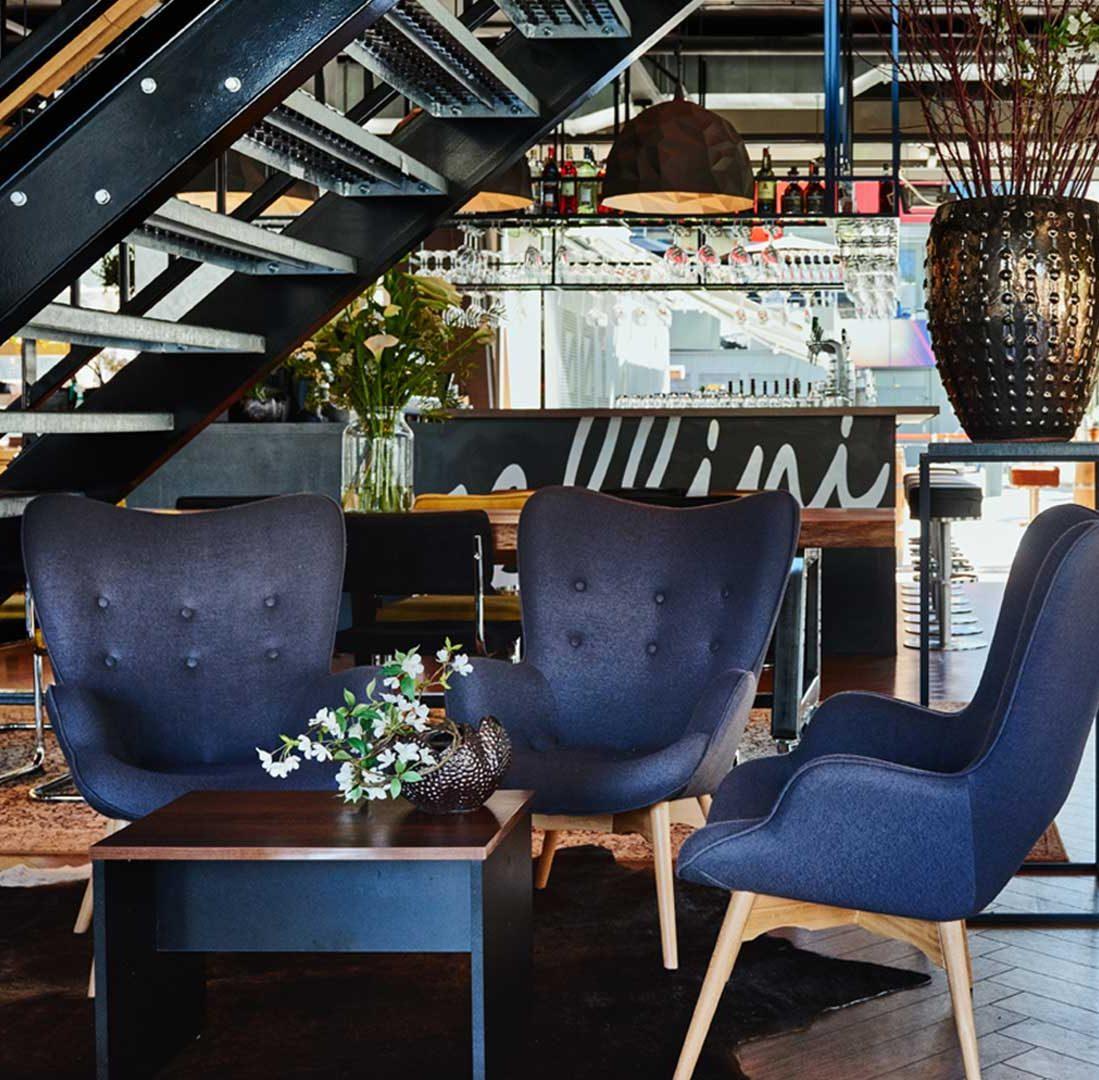 Interieur-Ontwerp_Restaurants_Fellini_Rotterdam_Loungehoek_Blauwe-Fauteuils__05