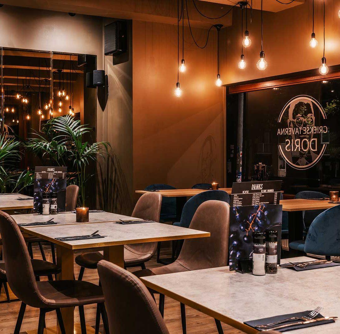 Interieur-Ontwerp_Restaurants_Grieks_Taverna_Groningen_Bruin_Blauw_Stoelen__03