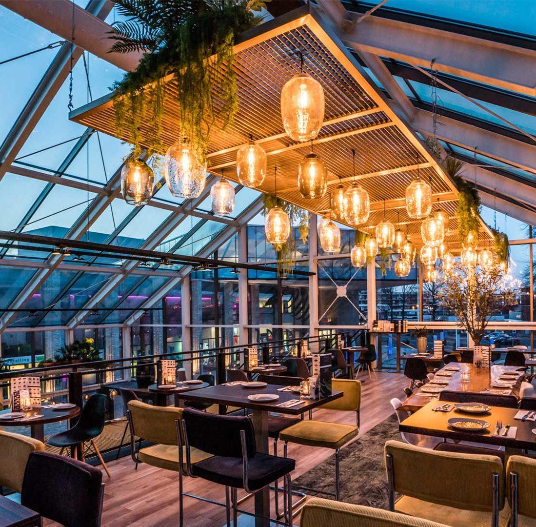 Interieur-Ontwerp_Restaurants_Villa-Tapas_Assen_Zwevend_Metaal_Lampen__01